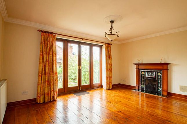 3 bed detached bungalow to rent in Hawkwell Chase, Hockley, Essex SS5