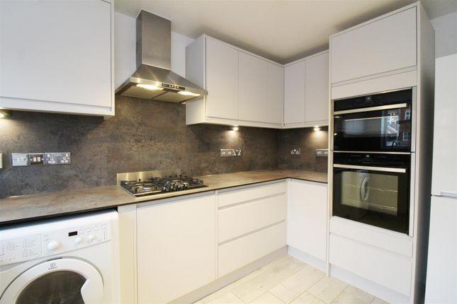 Kitchen of Elliots Way, Caversham, Reading RG4