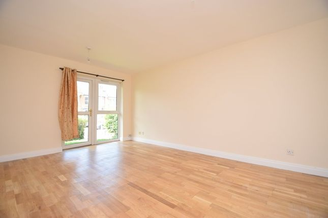 2 bed flat to rent in Springfield Close, North Finchley