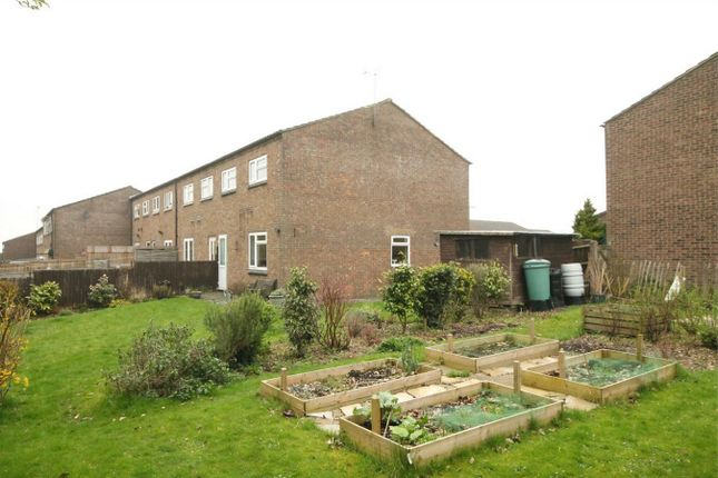 3 bed end terrace house for sale in Dickens Walk, Newbury