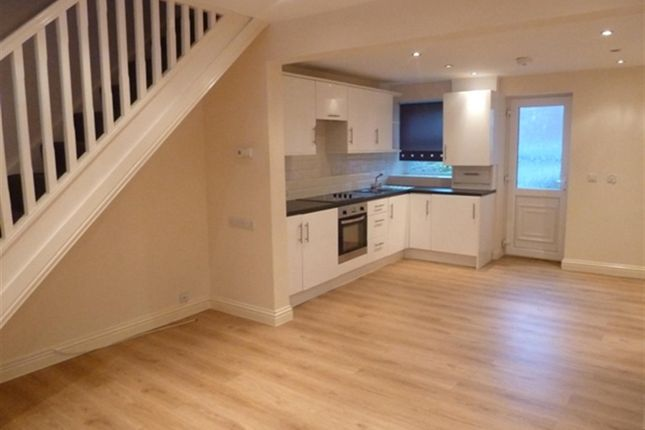 Thumbnail Cottage to rent in Cawthorne Road, Barugh Green, Barnsley