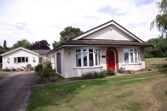 Thumbnail Bungalow for sale in Potter Hill Road, Collingham, Newark
