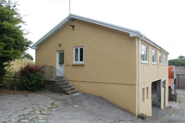 Thumbnail Flat to rent in Glangwili, Carmarthen