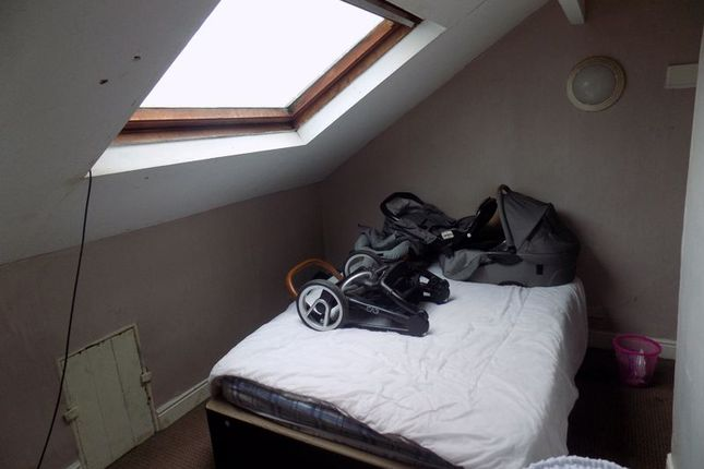 Bedroom of Clover Street, Bradford BD5