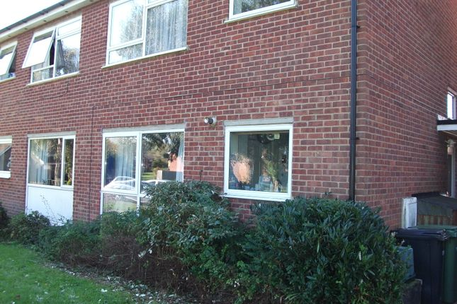 2 bed maisonette to rent in Denbigh Road, Lea Park, Thame, Oxfordshire