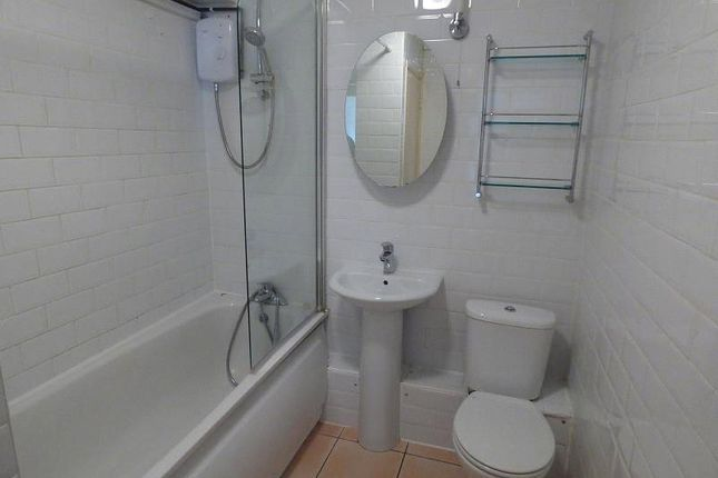 Bathroom of Hill Lane, Southampton SO15