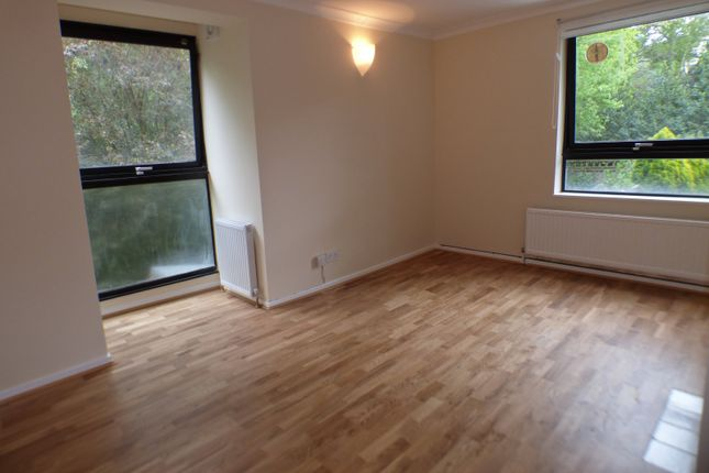 Thumbnail Flat to rent in Somercoats Close, New Barnet