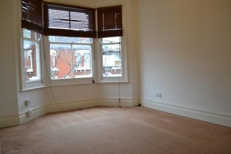 Thumbnail Flat to rent in Kinsale Road, London