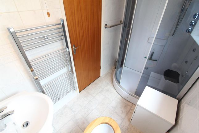 Bathroom of Welwyn Park Drive, Hull HU6