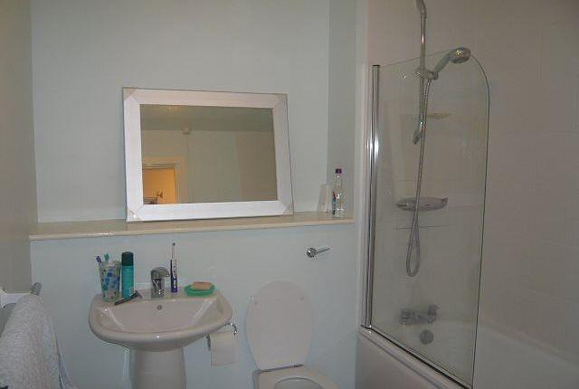 Bathroom of Blantyre Street, Manchester M15