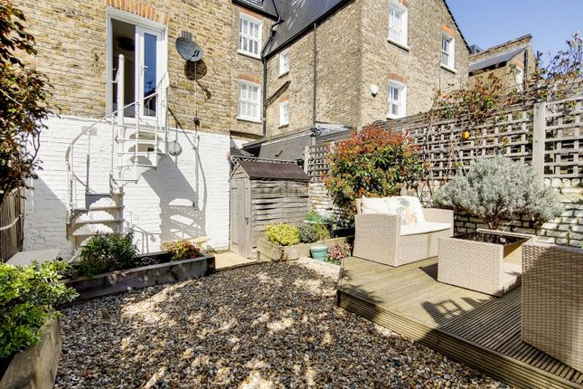 2 bed maisonette for sale in Beauchamp Road, London SW11