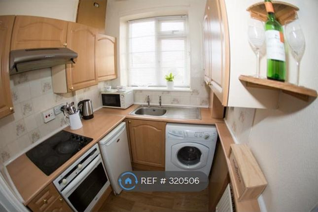 Thumbnail Flat to rent in Copgrove Road, Leeds