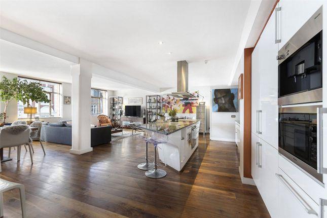 Flat to rent in Dean Street, London
