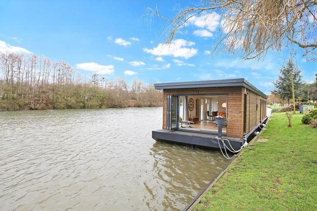 Thumbnail Houseboat for sale in Maidenhead Road, Windsor