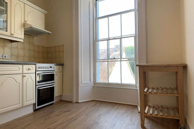 2 bed flat to rent in High Street, Haverfordwest SA61