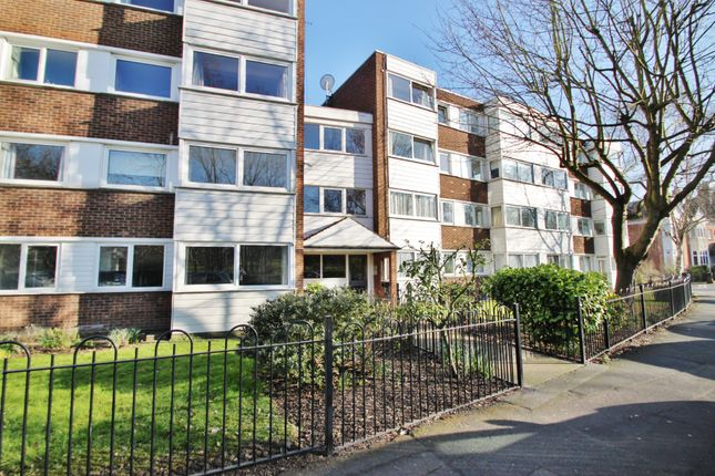 Thumbnail Flat to rent in Broomhill Road, Woodford Green, Essex
