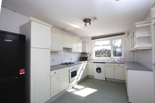 5 bed terraced house to rent in Camellia Lane, Surbiton