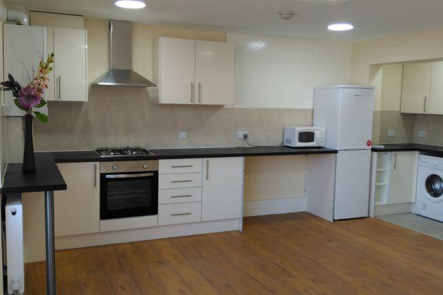 3 bed flat to rent in Wards Road, Gants Hill, Newbury Park IG2,