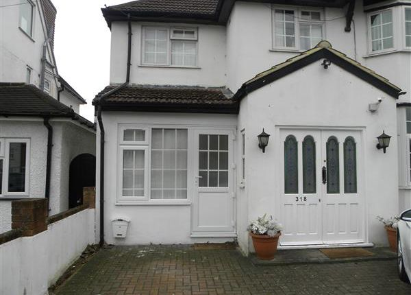 Thumbnail Flat to rent in London Road, Langley, Slough
