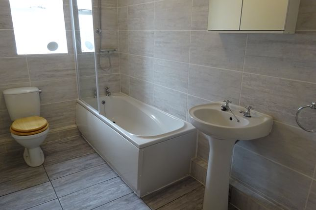 Thumbnail Terraced house to rent in Stoney Lane, Horsforth, Leeds