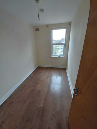 Thumbnail Property to rent in Queens Road, Norwood Green
