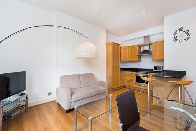 2 bed flat to rent in Theobalds Road, Bloomsbury