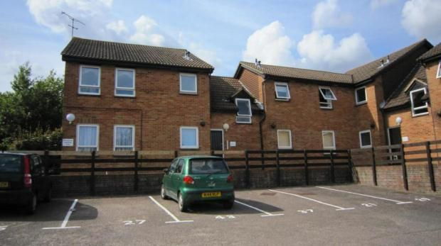 Studio to rent in Hillingdale, Crawley