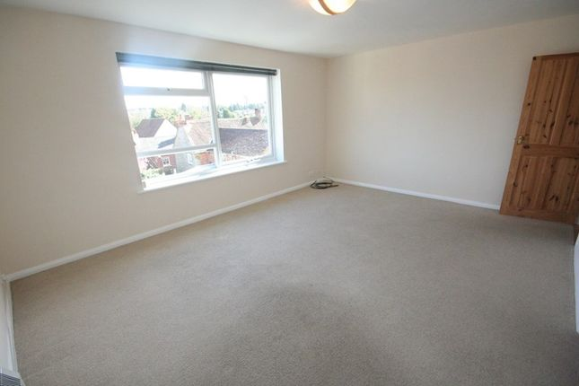 Thumbnail Flat to rent in The Moat House, Elm Street, Buckingham