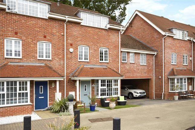 Picture No. 02 of Foundry Close, Hook, Hampshire RG27