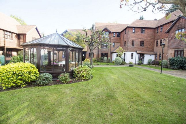 Thumbnail Flat for sale in Primrose Walk, Fleet