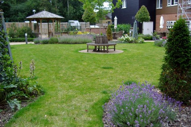 Communal Garden of Redfields Lane, Church Crookham, Fleet GU52