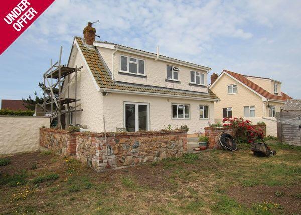 Detached house for sale in Pine Grove, Sous Les Courtils, Castel