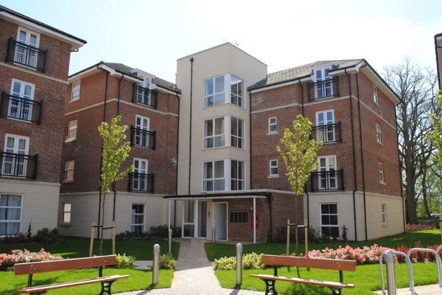Thumbnail Flat to rent in Kenley Place, Farnborough