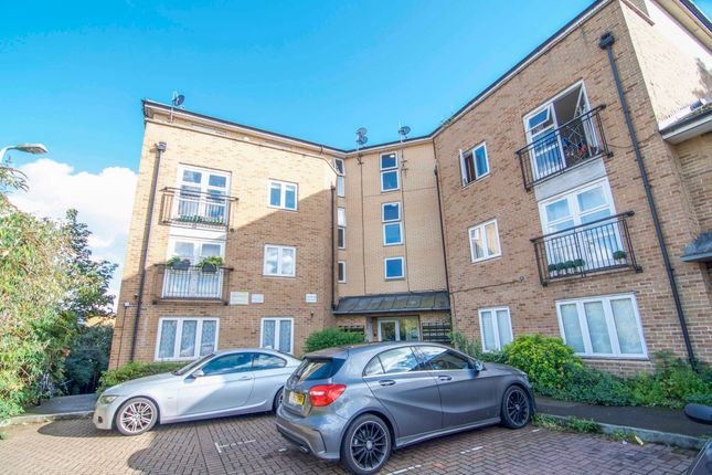 Thumbnail Flat for sale in Buxhall Crescent, London