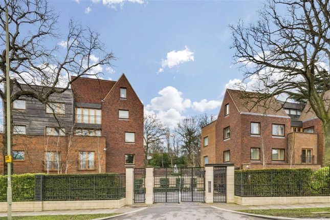 2 bed flat for sale in The Bishops Avenue, London N2