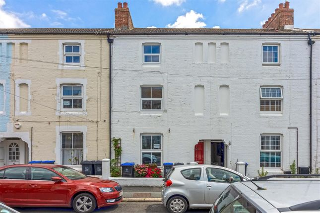 3 bed flat to rent in Gratwicke Road, Worthing BN11