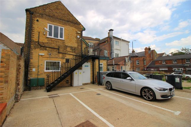 Thumbnail Flat to rent in High Street, Snodland, Kent