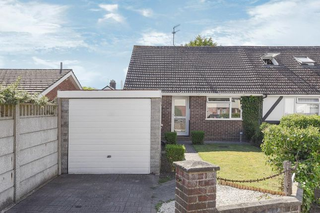 2 bed bungalow for sale in Kingfield, Woking
