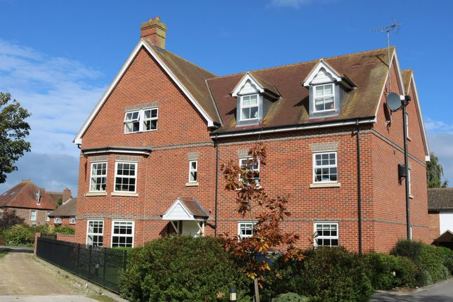 Thumbnail Flat to rent in Phoenix Court, Thame