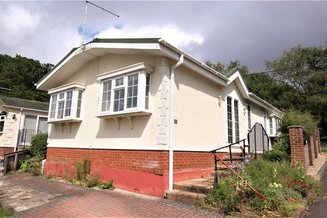 2 bed mobile/park home for sale in Waterloo Road, Corfe Mullen, Wimborne BH21