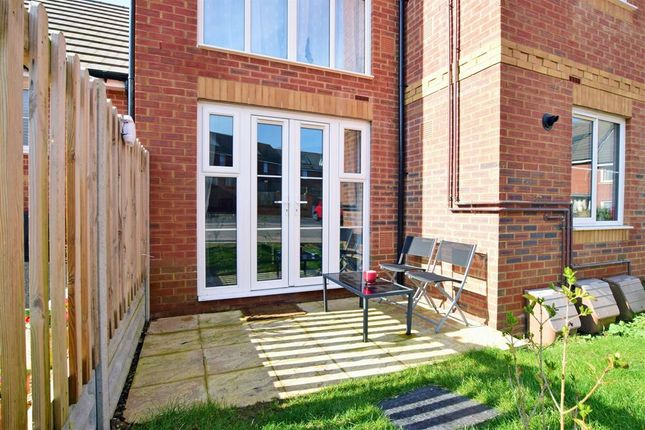 Thumbnail Flat for sale in Chinchen Close, East Cowes, Isle Of Wight
