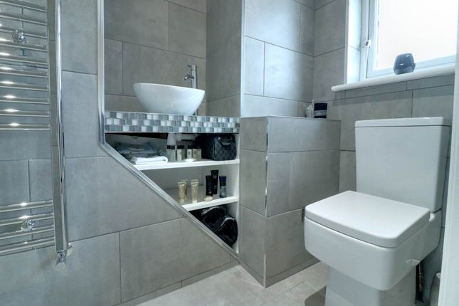 Ensuite of Fair Holme View, Armthorpe, Doncaster DN3