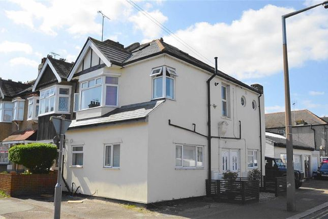 Thumbnail Flat for sale in Glendale Gardens, Leigh-On-Sea, Essex