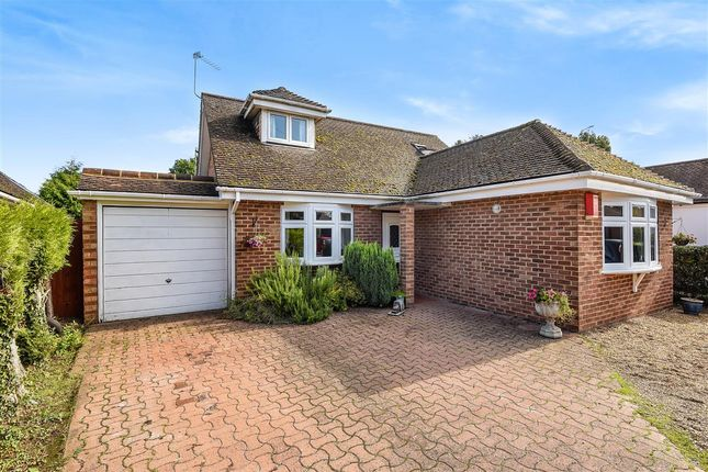 Thumbnail Detached house to rent in Western Avenue, Thorpe, Egham