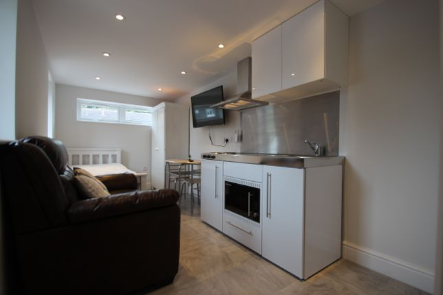 Thumbnail Studio to rent in Hithercroft Road, High Wycombe