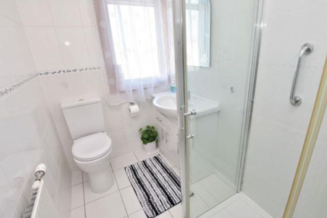 Bathroom of Woodlands Terrace, Dundee DD4