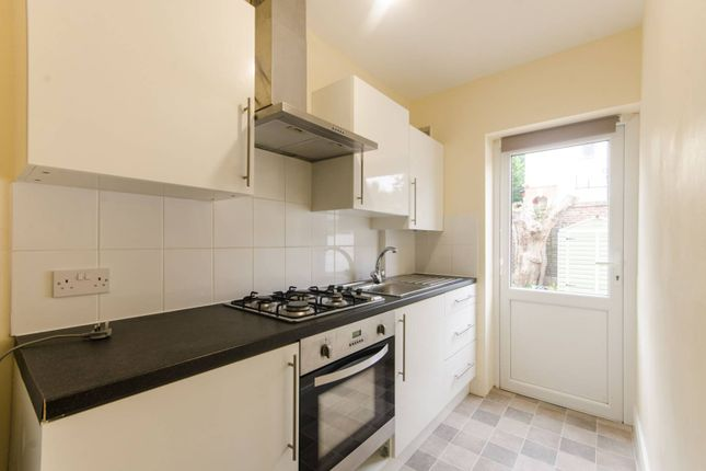 2 bed flat to rent in Balham Park Road, Balham