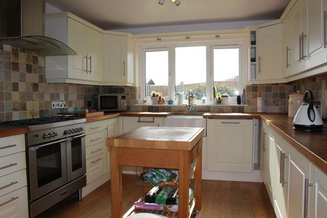 Thumbnail Bungalow for sale in Fairway, Calne