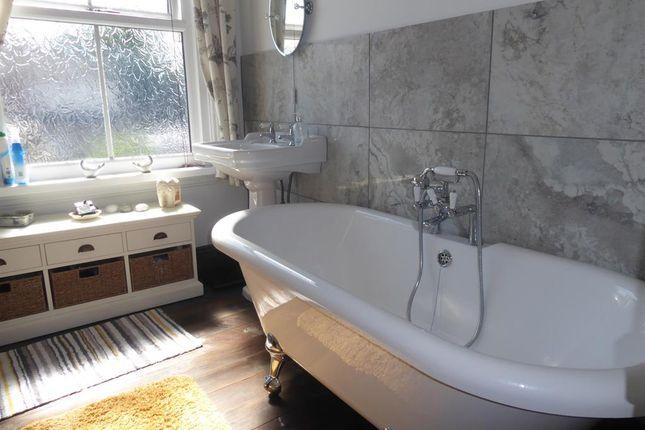 Family Bathroom of Princes Avenue, Grimsby DN31