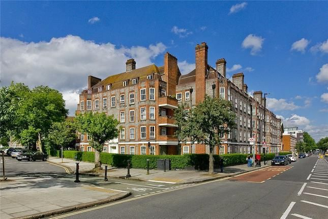 Flat for sale in Prince Of Wales Road, Camden